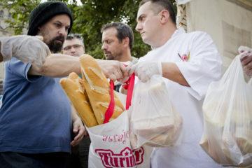 Productores manifiestan repartiendo pan, Bs. As. 25 de abril de 2018, Andrés Wittib